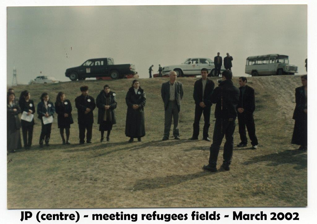 azerbaijan hockey MEETING FIELDS REFUGEES B 2002
